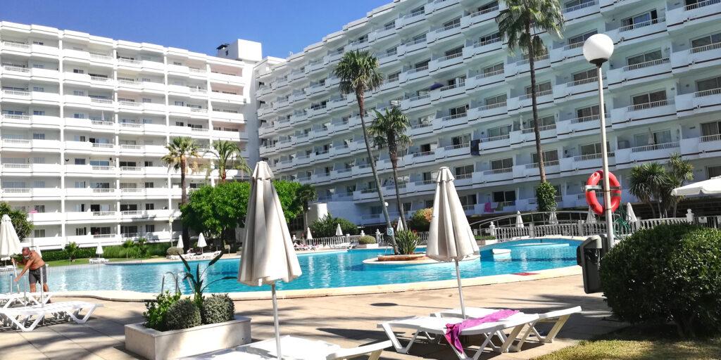 Estudio renovado vista a la piscina en Siesta-1, Puerto Alcudia (Mallorca)