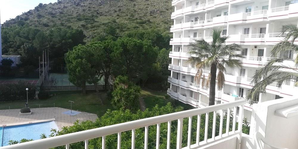Bonito estudio con vistas a la piscina en el Siesta 1, Puerto Alcudia, Mallorca